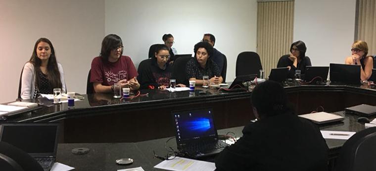 Integrantes do Conselho Jovem do Porvir participam de reunião com membros do Conselho Nacional de Educação