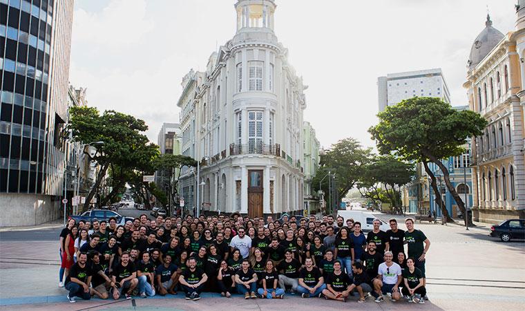 Foto reúne funcionários da In Loco no Recife