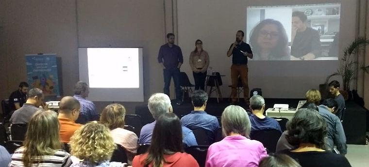 Evento debate aprendizagem criativa na Ufpel com auditório cheio e repre