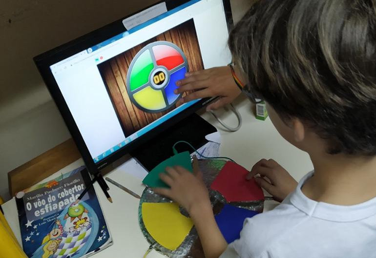 Scratch Day na Escola Municipal de Educação Básica Professor Geraldo Hypolito / Crédito: Daniela Veihl decidiu organizar um