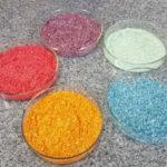 Potes com bioglitter produzido por alunos do Colégio Marista