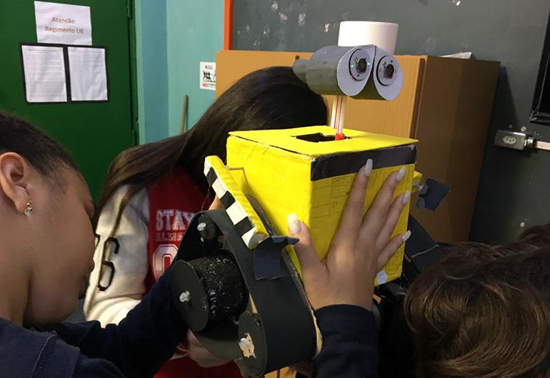 Ilustração do conteúdo Robótica com sucata leva aprendizagem criativa para estudantes da rede pública