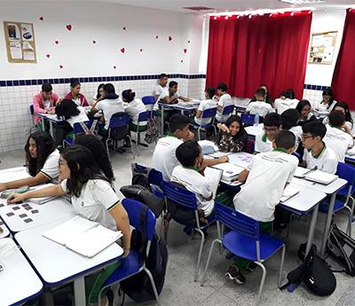 Estudantes de ensino médio da professora Kátia de Sá durante aula de Projetos de Vida