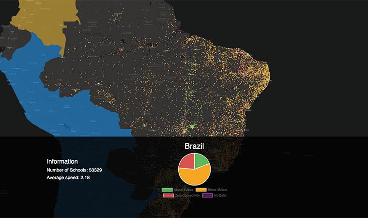 Pontos no mapa do Brasil identificam escolas conectadas à internet