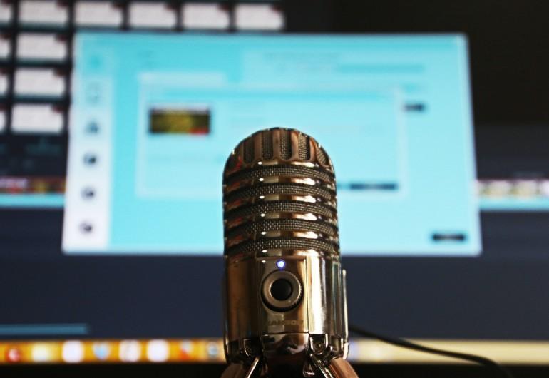 Ilustração do post Professor cria podcast de geografia com conteúdo da BNCC e atualidades